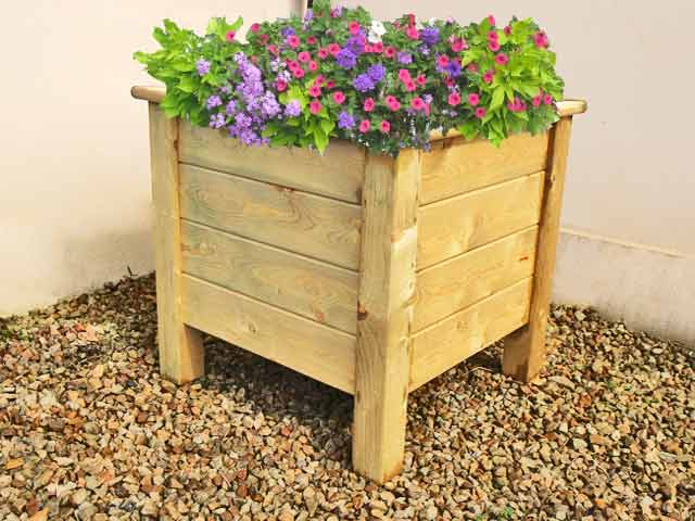 Decorating Your Deck With Planters